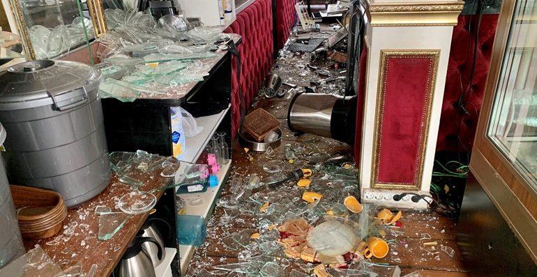 Restaurant Turkse vrouw vernield door Turken: 'Mag niet werken als vrouw'