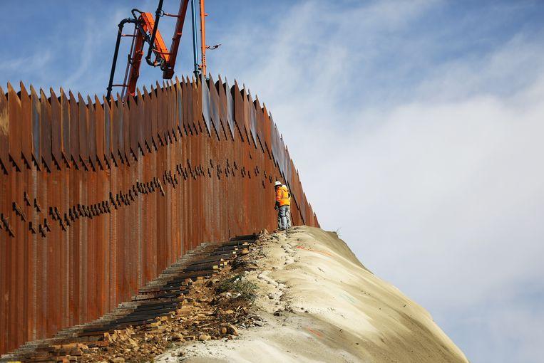 """""""WTF"""": donoren van Trump krijgen een contract van $ 569 miljoen om 17 mijl grensmuur te bouwen"""