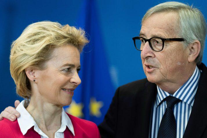 Jean-Claude Juncker dringt aan op 'duidelijke taal' op de staatsgreep van Hongarije