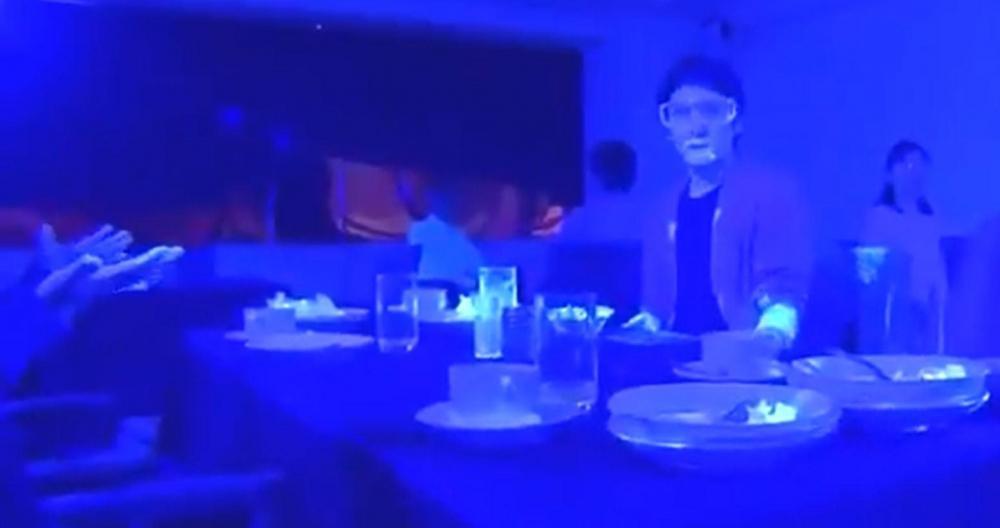 VIDEO. Zo snel verspreidt het coronavirus zich als mensen tafelen met besmette persoon