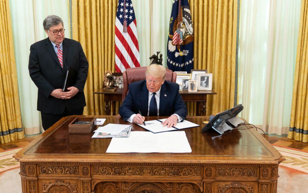 President Trump zegt dat ANTIFA wordt uitgeroepen tot 'terroristische organisatie'