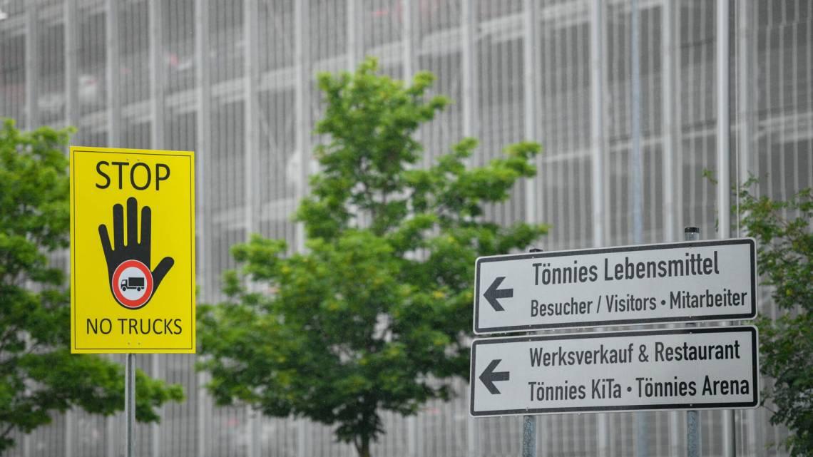 Na brandhaard bij Duitse vleesverwerker hele regio in lockdown bewoners woest