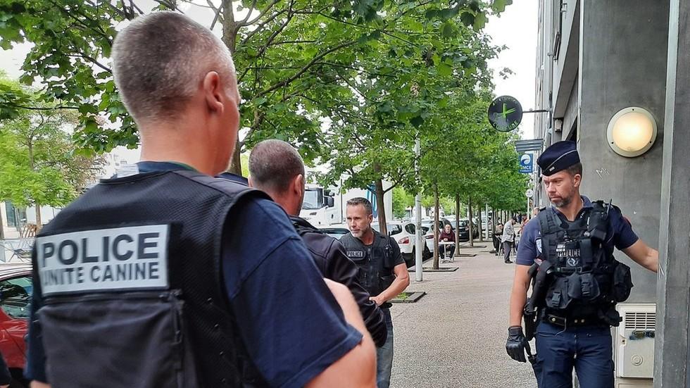 Grote politie operatie aan de gang in Dijon, Frankrijk na dagen van schermutselingen tussen Tsjetsjeense en Maghreb-bendes