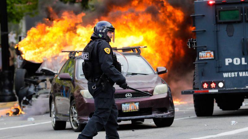 Agents Provocateurs: politie bij protesten in het hele land betrapt op het vernietigen van eigendommen