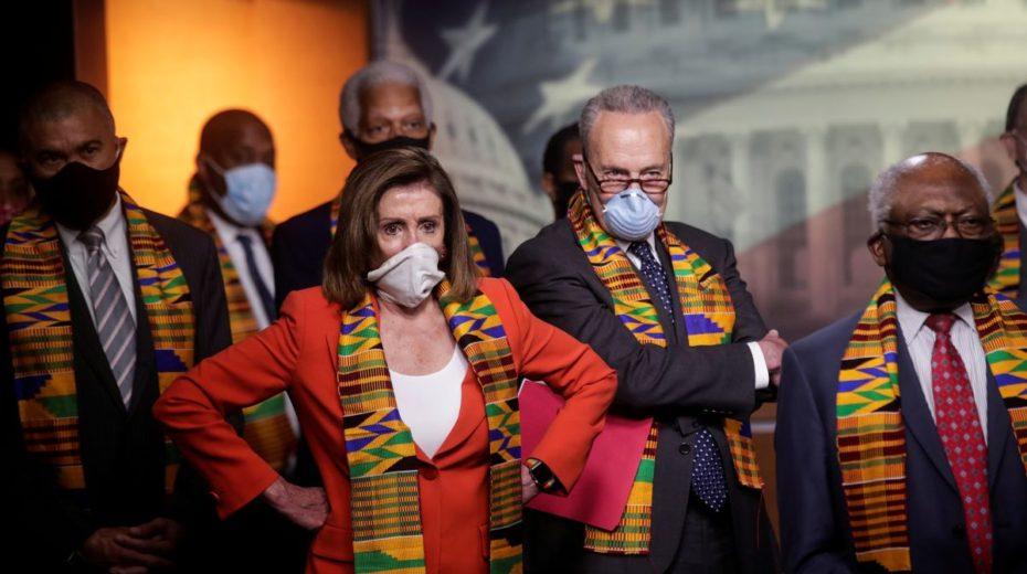 Democraten plannen bliksemafzetting van Trump en eisen onmiddellijke actie