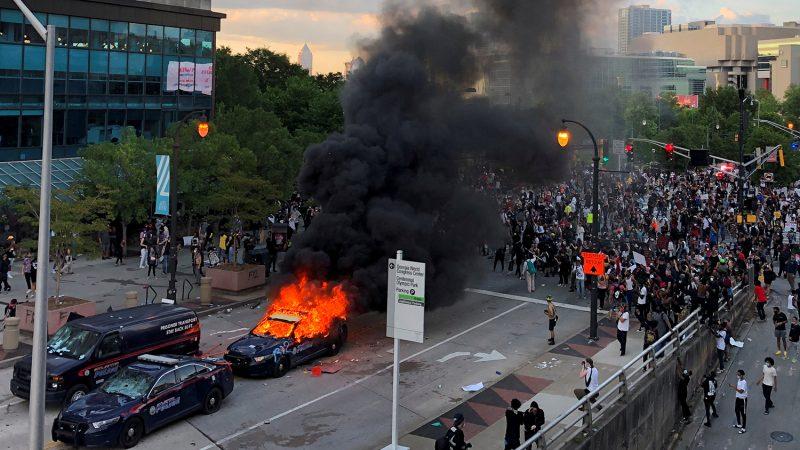 Is er een kleurrevolutie ('Regime Change') Gaande in de VS?
