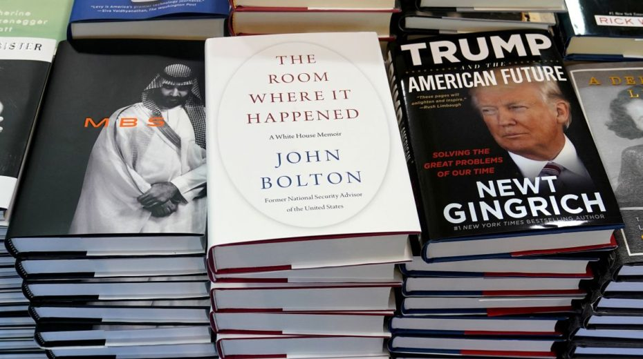 """Bolton boek """"The Room Where It Happened"""" is het niet waard om te lezen"""