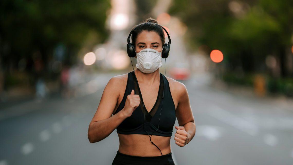 Waarom het gevaarlijk kan zijn om te oefenen met een gezichtsmasker op