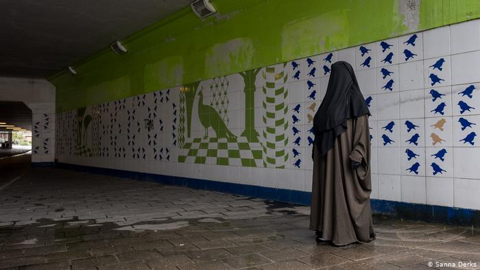 Boerkaverbod, gezichtsmaskerwetten frustreren Nederlandse moslims