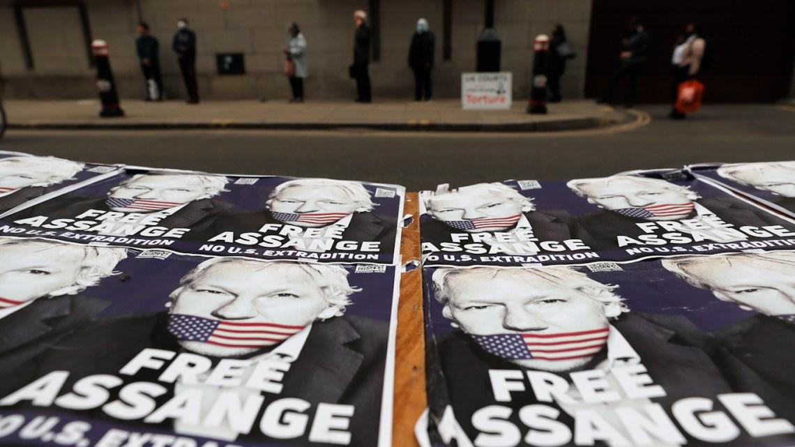 De door bedrog doorzeefde nieuwe verklaring van The Guardian verraadt zowel Julian Assange als journalistiek