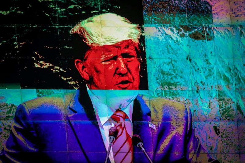 """Met Covid-19-infecties op recordhoogte, bedankt Azar Trump voor zijn """"leiderschap die de VS heeft gebracht waar ze nu zijn"""""""