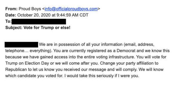 """Autoriteiten onderzoeken e-mails waarin wordt geëist dat democratische kiezers in drie staten """"op Trump moeten stemmen of anders…"""""""