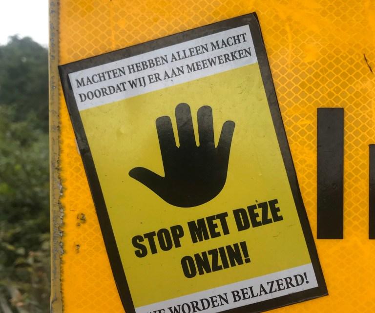Lockdowns, vaccins en hoe Nederlanders vergaten hoe ze iets moesten regelen