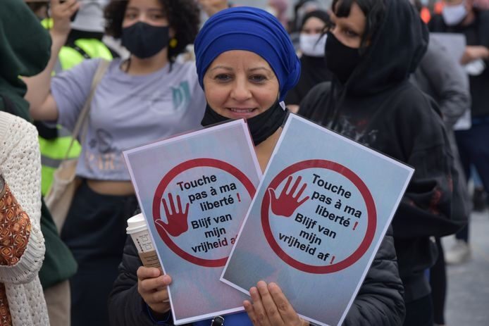 Moslima's in openbare functies nemen hoofddoek (niet) af: 'Neutraliteit gaat om je acties'