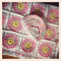 baby-blanket-sunbust-granny-pink-set