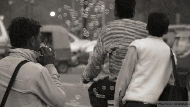 Saippuakuplia Delhissä