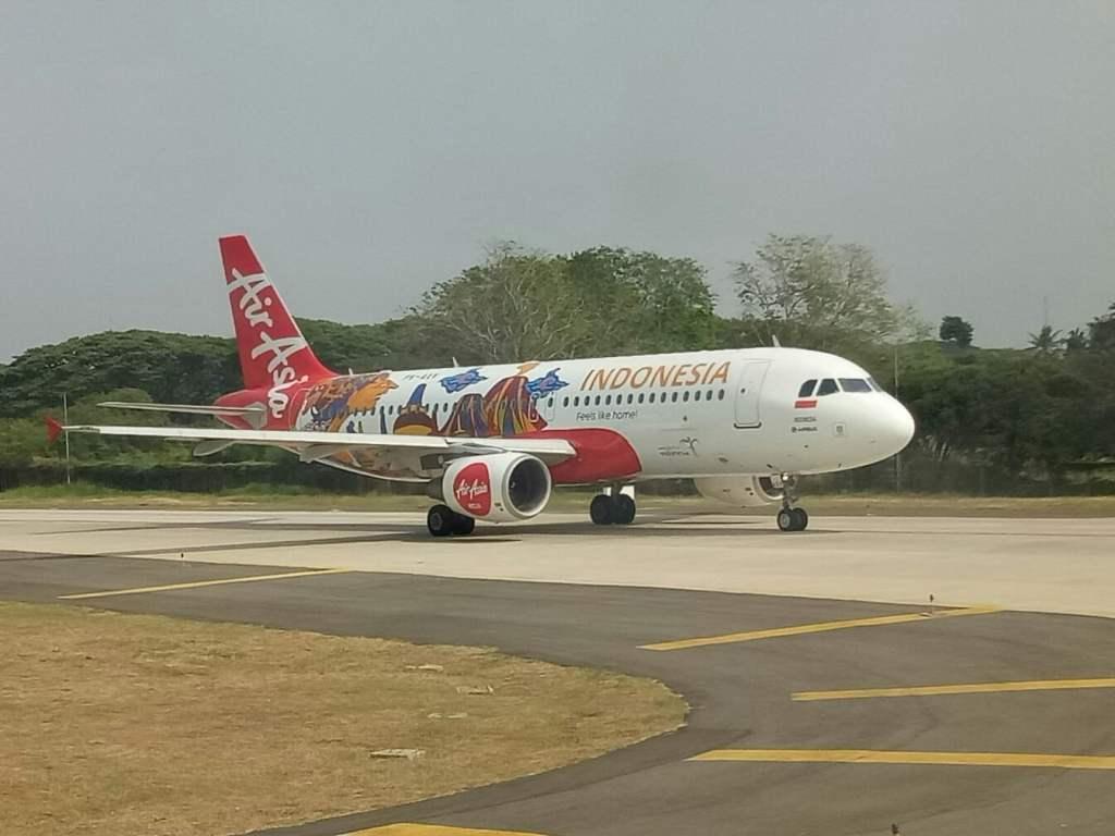 Pesawat Airbus A320 AirAsia Indonesia.