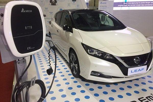 Mobil listrik LEAF