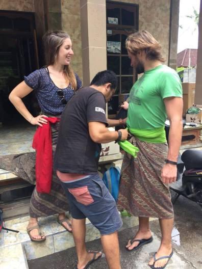 richtige-kleidung-indonesien-tempel-leihen-2