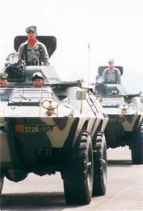 V-150 TNI AD dalam warna loreng hijau