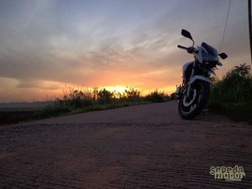 TVS Apache RTR 180 and sunrise