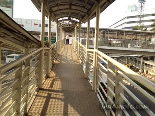 jembatan bus transjakarta rasuna sahid