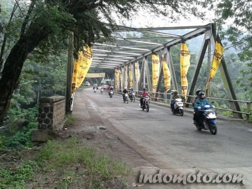 Arus mudik di Jembatan Cibeet, Cikalong Barat