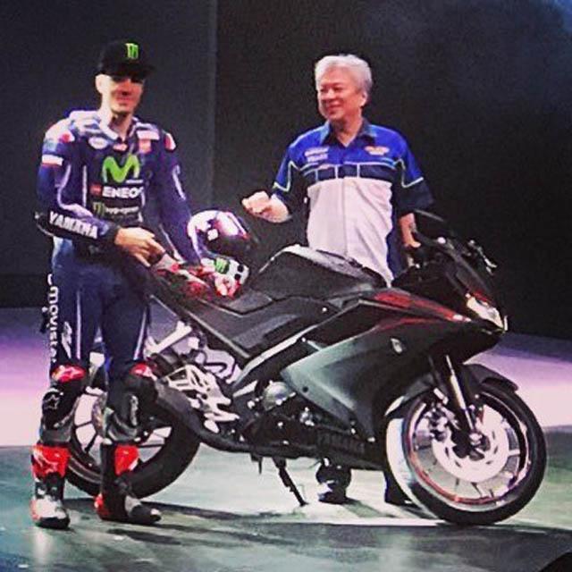 Maverick Vinales memperkenalkan Yamaha New R15 versi 2017