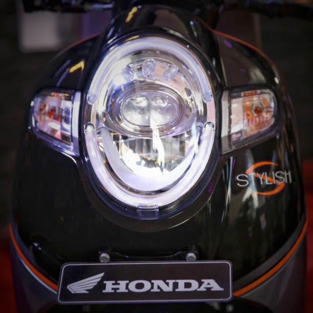 fitur honda scoopy 2017 - lampu depan LED Projector