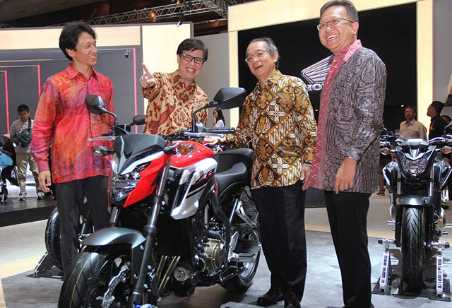 launching Honda CB650F