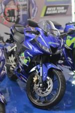 Yamaha R15 warna Movistar Motogp