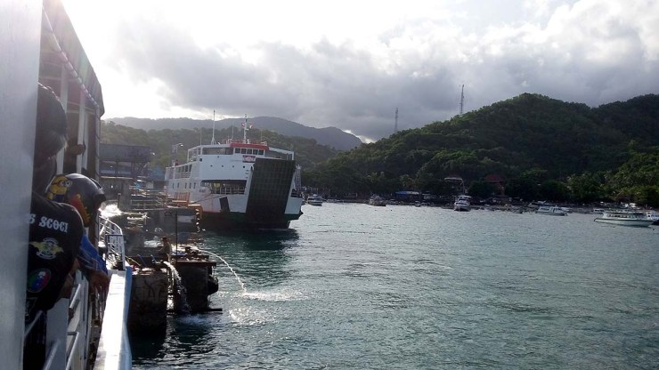 disembarking the ferry from lombok to bali