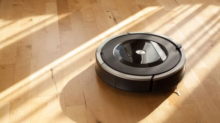 Robot Aspirapolvere su parquet