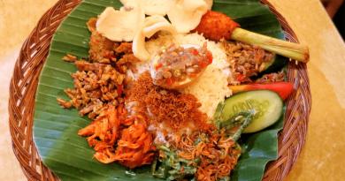 スマトラ州の伝統料理「パダン料理」