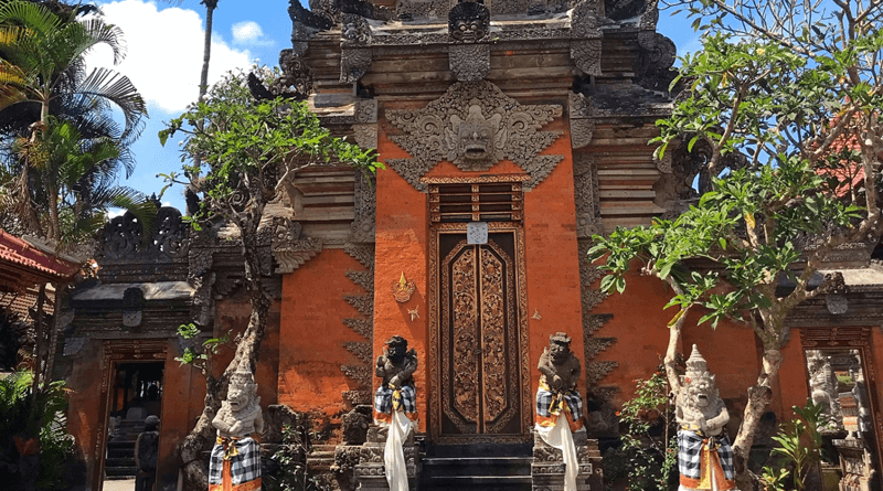 バリ島ウブドの芸術の村、人気の観光スポット「ウブド王宮」