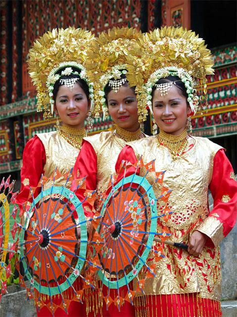 Tari Payung The Traditional Umbrella Dance Visit