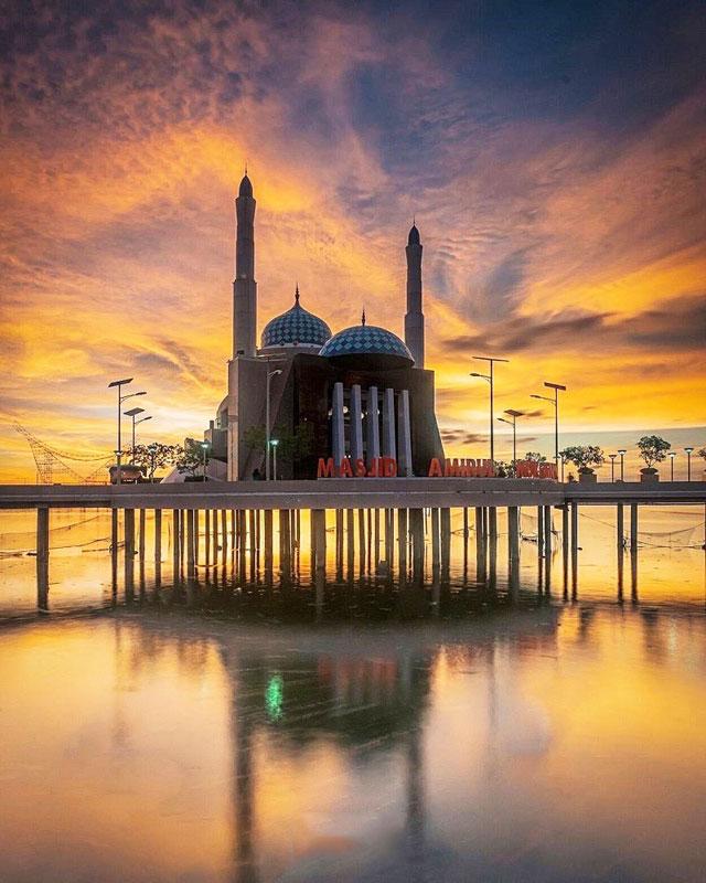 Ngabuburit asyik Yuk jalanjalan ke 15 Masjid paling