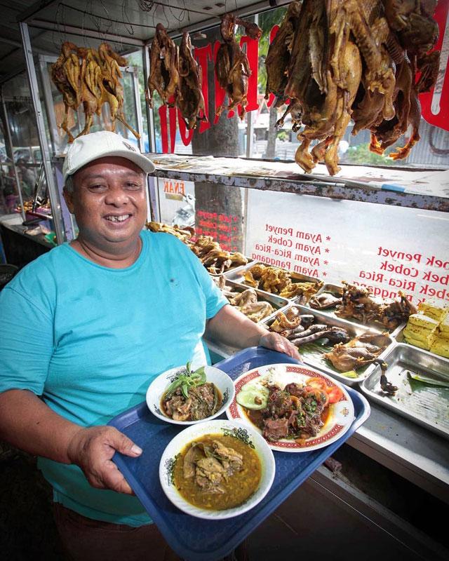Kuliner Malam Cirebon : kuliner, malam, cirebon, Kuliner, Cirebon, Tetap, Diburu, Meski, Telah, Eksis, Puluhan, Tahun