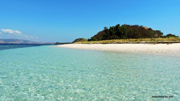 Flores acqua limpida e isole deserte nel 17 island national park