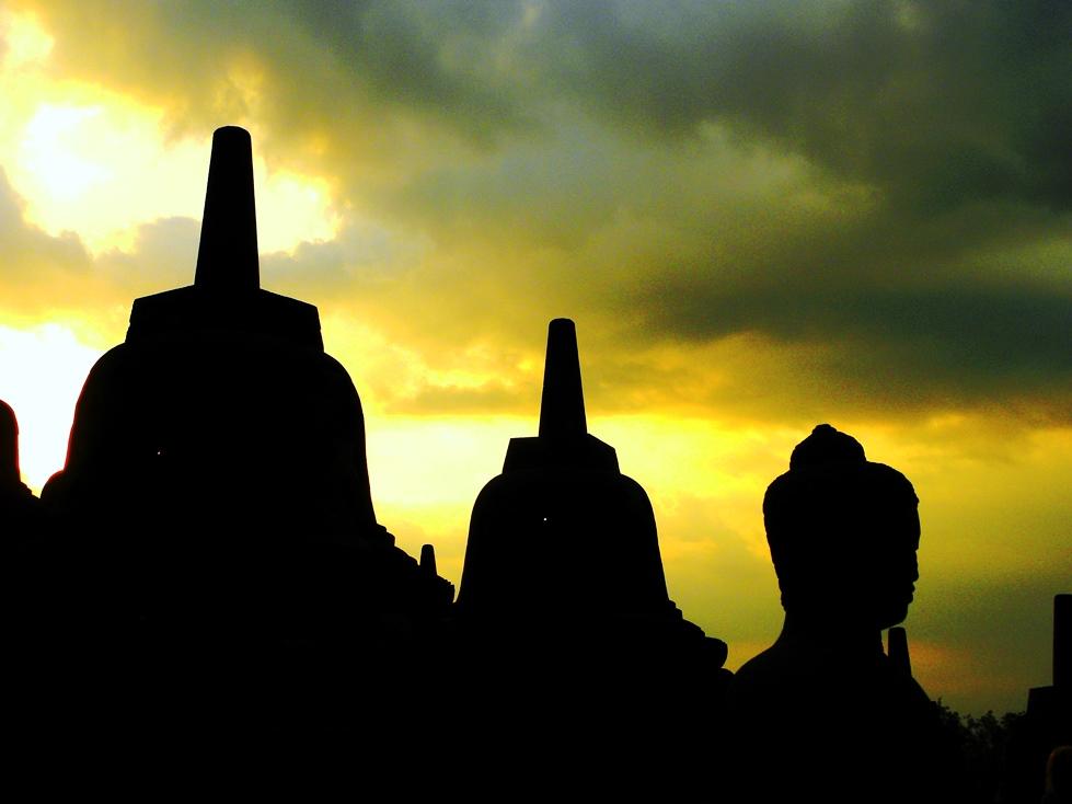 Indonesia borobudur al tramonto