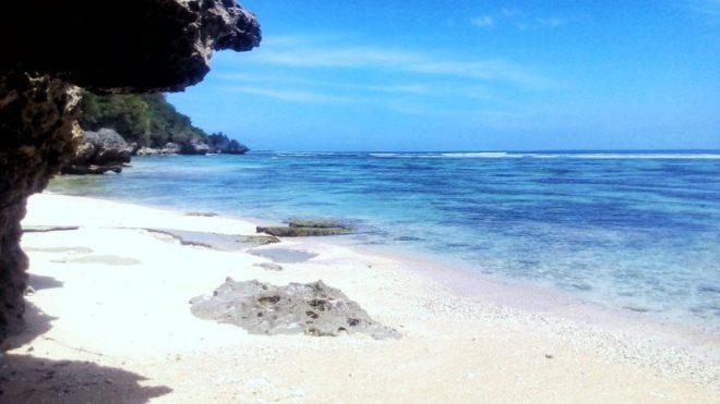 Bali il mare azzurro di uluwatu