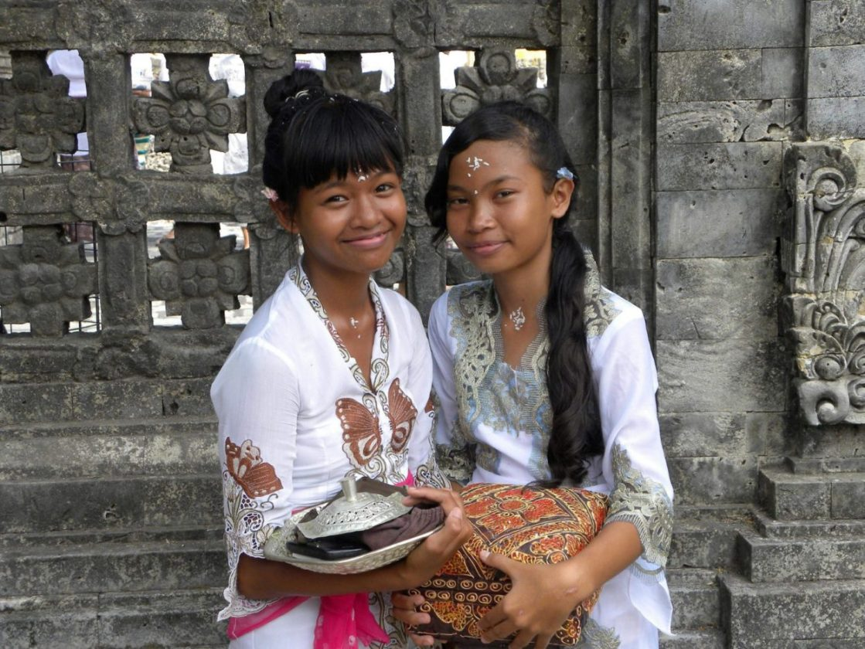 Bali cerimonie ragazze balinesi