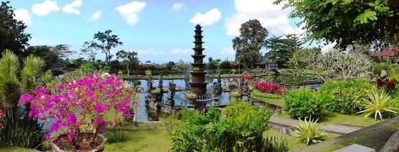 Bali il tirta gangga fiori e acqua