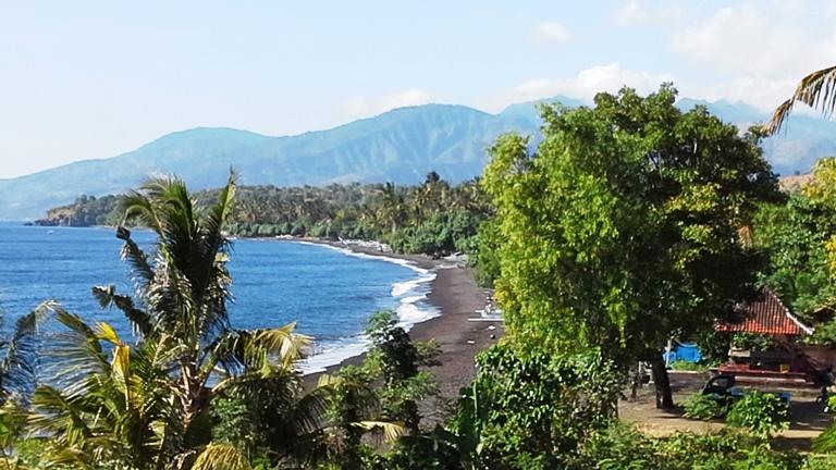 Bali Tulamben sabbia nera e mare blu