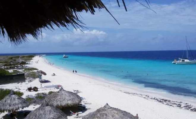 spiaggia bianca e mare turchese