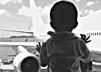 indonesia viaggio con bambini viola gioco :bimbo in attesa del volo