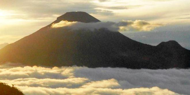 Dieng alba e nuvole