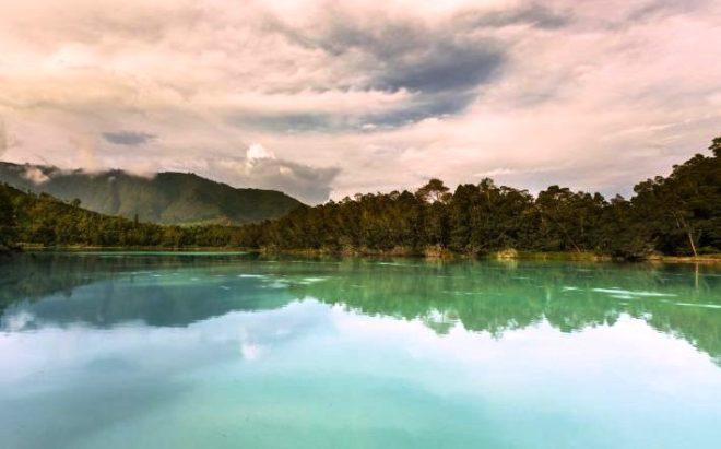 travel blogger in indonesia Dieng lago