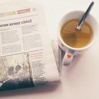 Membaca Koran di Inggris