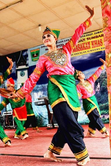 Tari Upacara Adalah : upacara, adalah, Syair, Berdendang, Dalam, Indang, Indonesia